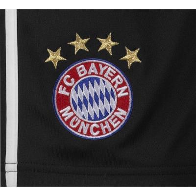 adidas und FC Bayern Mnchen prsentieren neues internationales Trikot fr die Saison 2011/2012