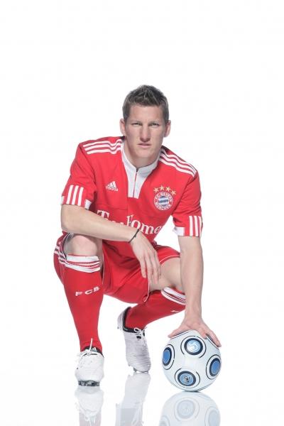 adidas enthllt das neue Heimtrikot des FC Bayern Mnchen