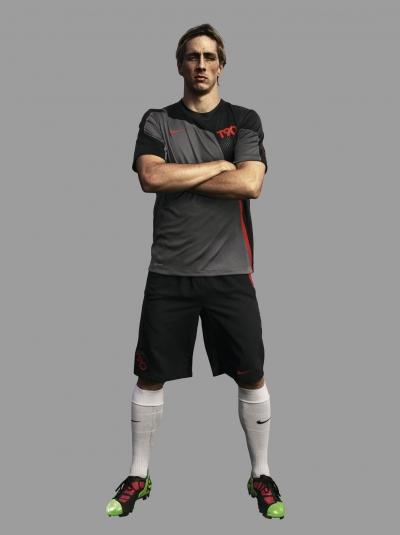 Nike kombiniert moderne Fuballschuh-Technologie im Total90 Laser III mit digitalem Trainingsprogramm