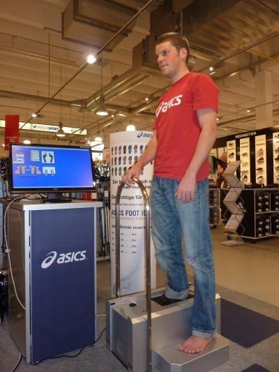 Erstes mobiles 3-D-Fuanalysesystem von ASICS kommt in den deutschen Sporthandel