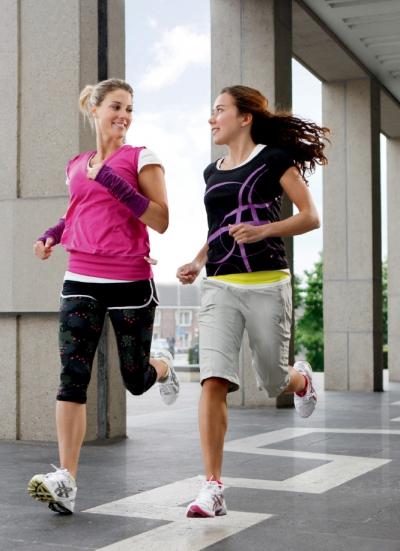 Erfinde dich laufend neu AYAMi - die neue ASICS-Linie für Frauen sorgt für mehr Abwechslung beim Sport
